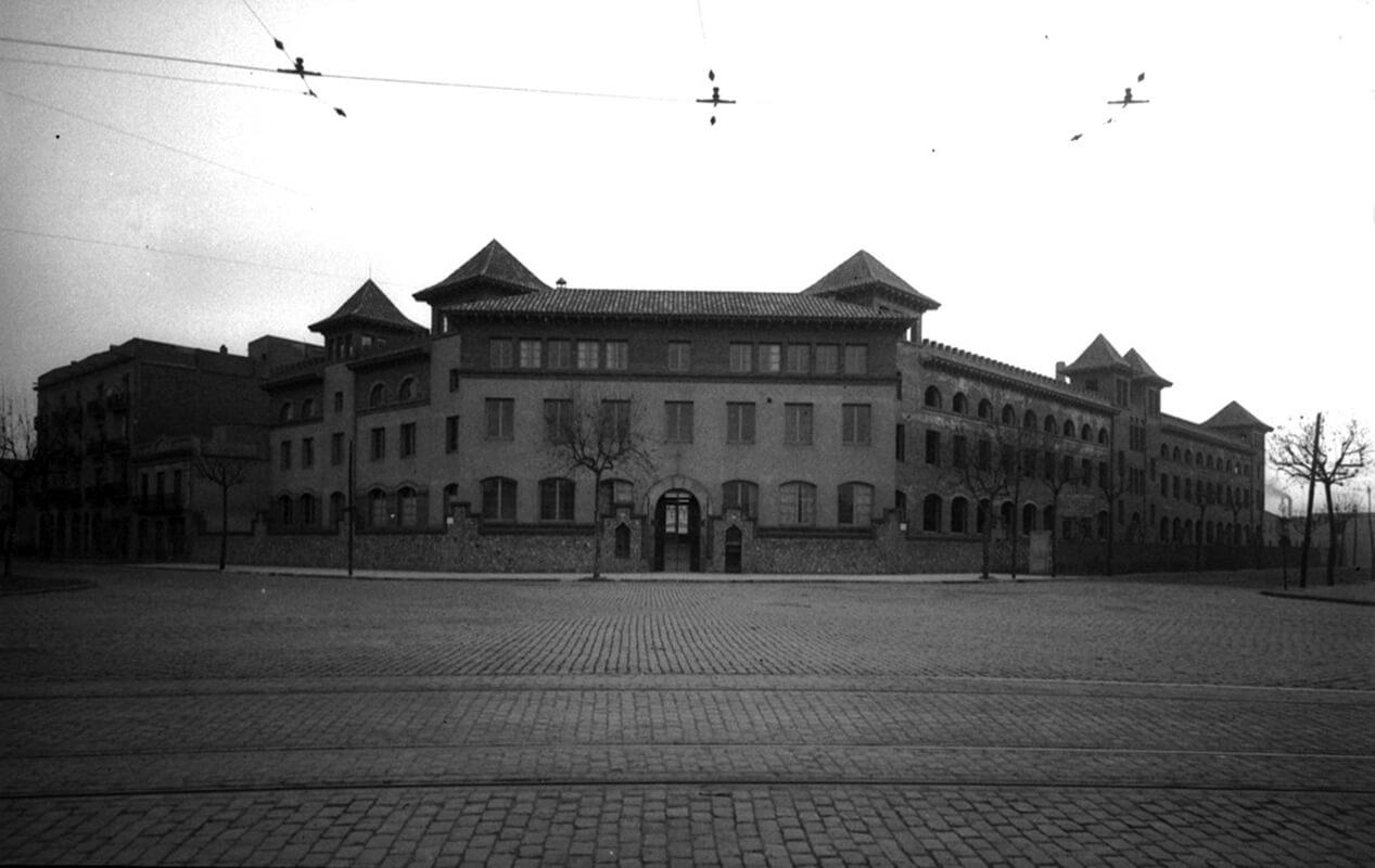Façana de l'edifici. 1940-1950. Brangulí (fotògrafs). Arxiu Nacional de Catalunya