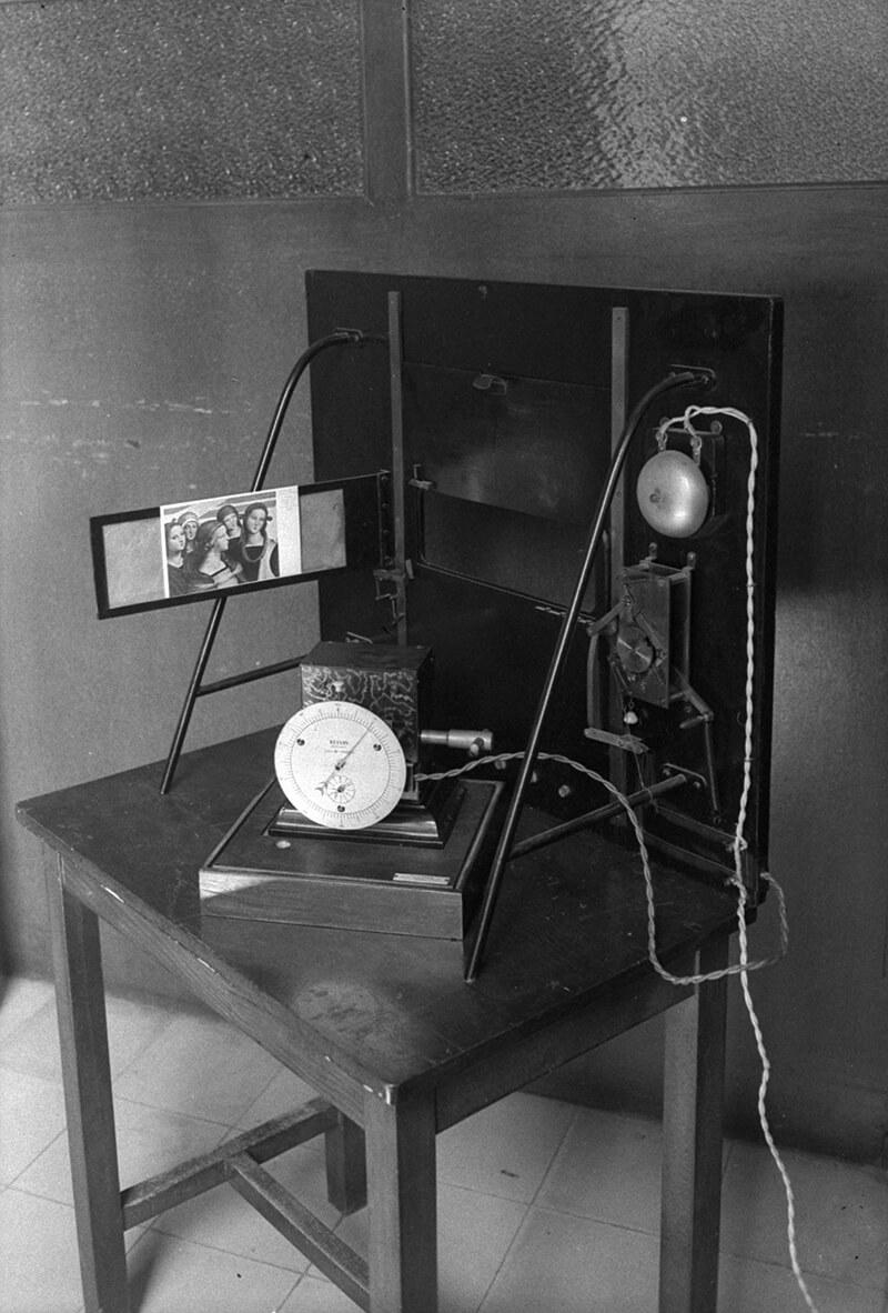 Aparell de la Sala d'Observació del Laboratorio Psicotécnico del Grupo Benéfico. 1940-46. Brangulí (fotògrafs). Arxiu Nacional de Catalunya